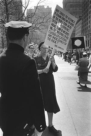 Дороти Дэй на митинге